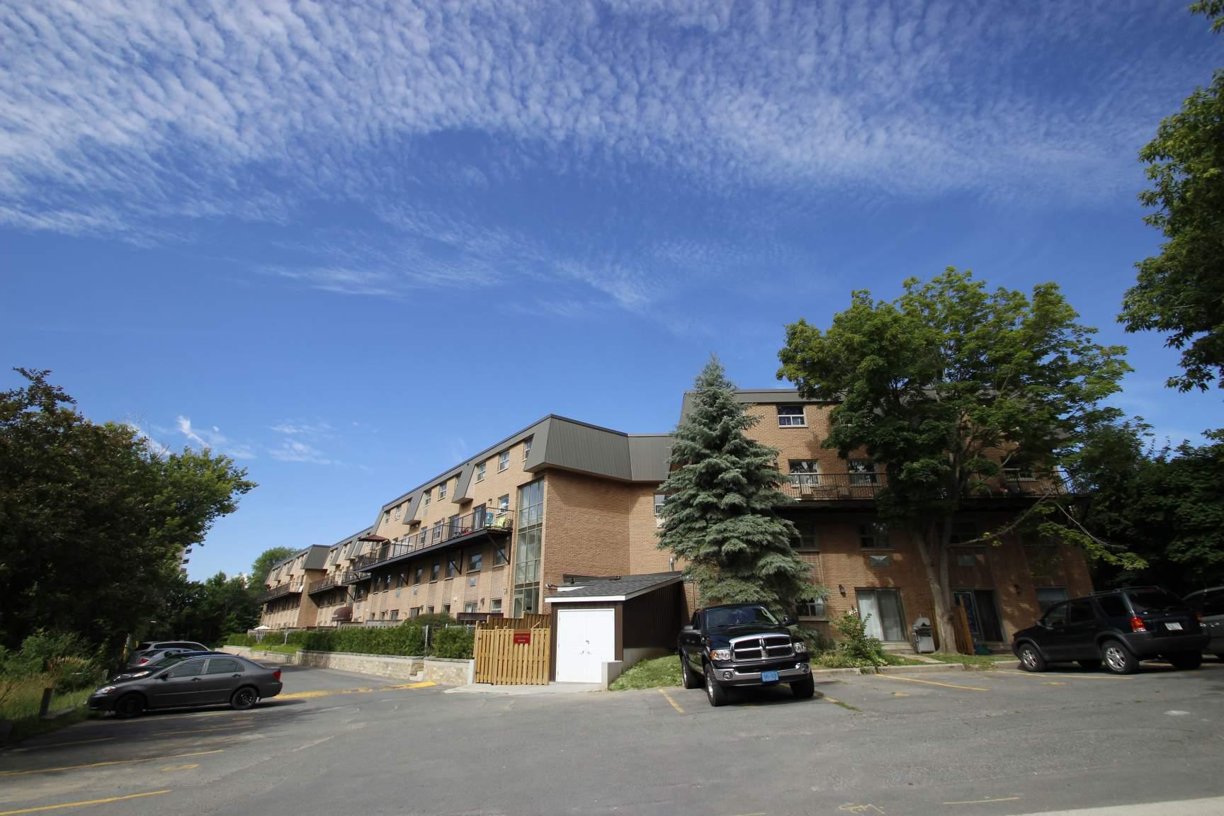 Laurentian Apartments photo #1