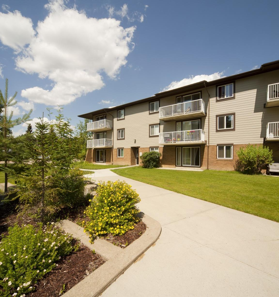 5045 Whitemud Road photo #1