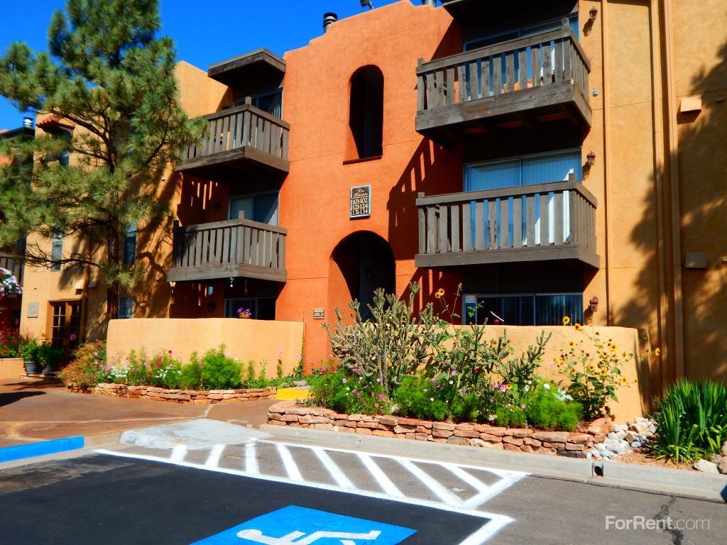 Los Pinones Apartments photo #1
