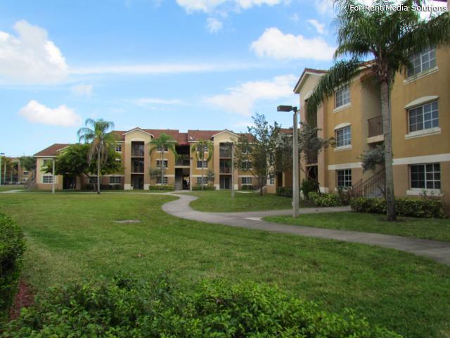 Banyan Apartments In Coconut Creek