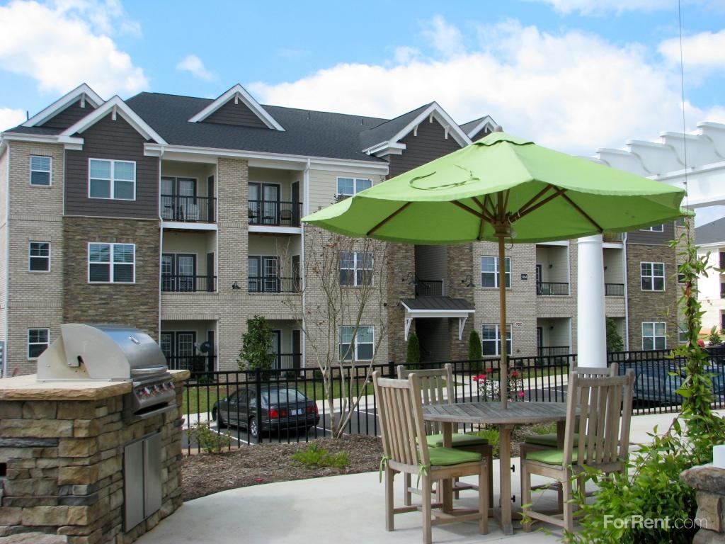New Garden Square Apartments Greensboro