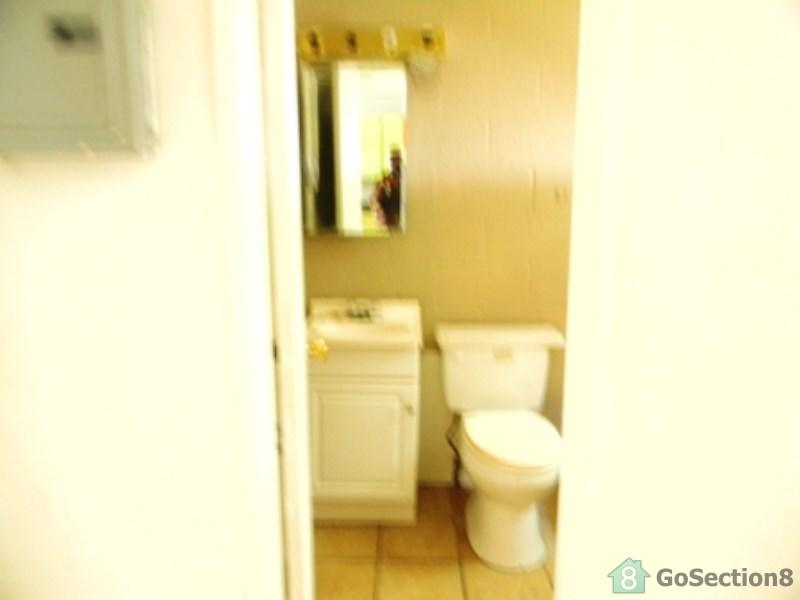 One BR, 500 sqft, $365 - One BR - 1 Bedrooms/one full bath apartment