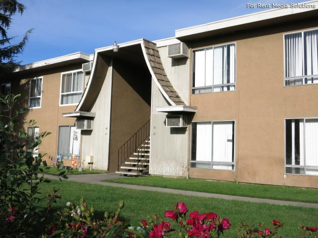 Oak Crest Apts. Apartments photo #1