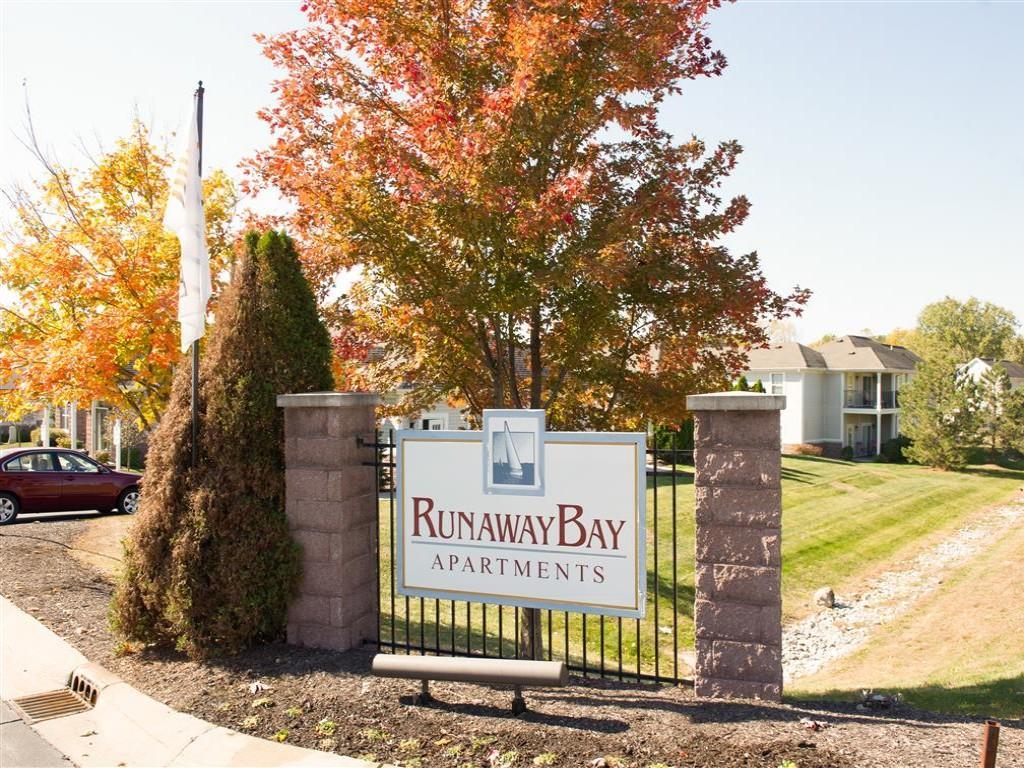 Runaway Bay Apartments photo #1