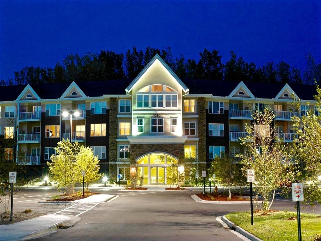 Stone Creek Apartments photo #1
