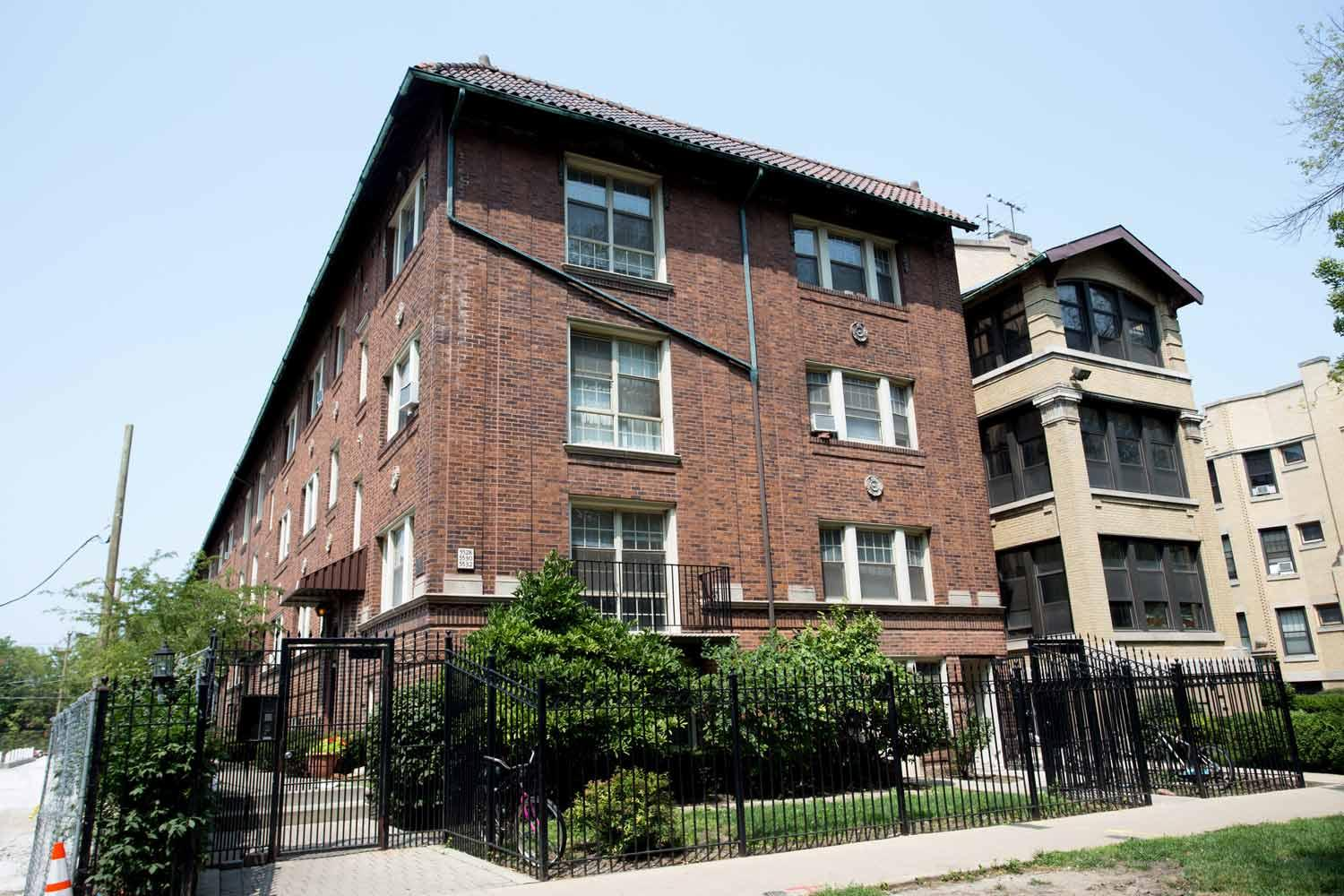 Studio apartment 5528 South Cornell Apartments photo #1