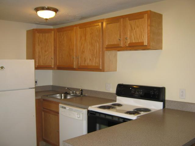Conveniently located near I-95 and downtown Groton. Apartments photo #1