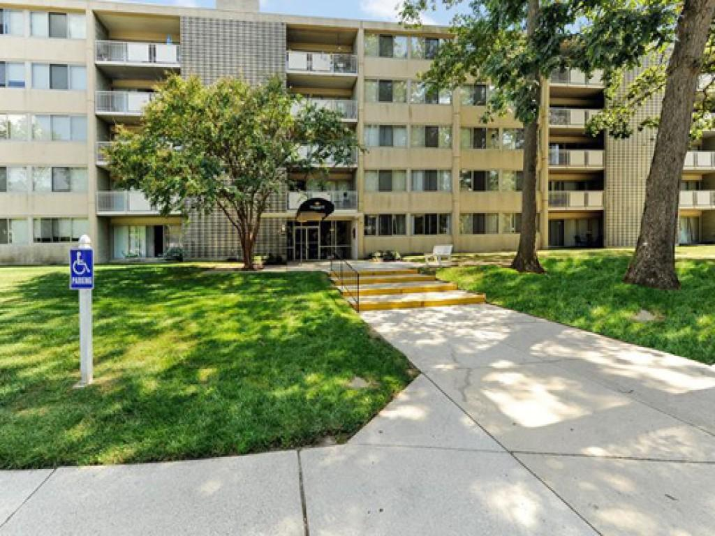 Willowbrook Apartments photo #1