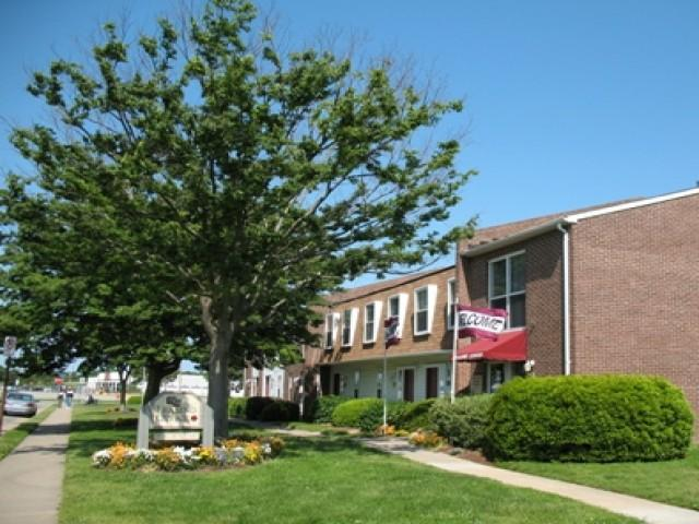 The Townhomes at Seldendale Farms Apartments photo #1