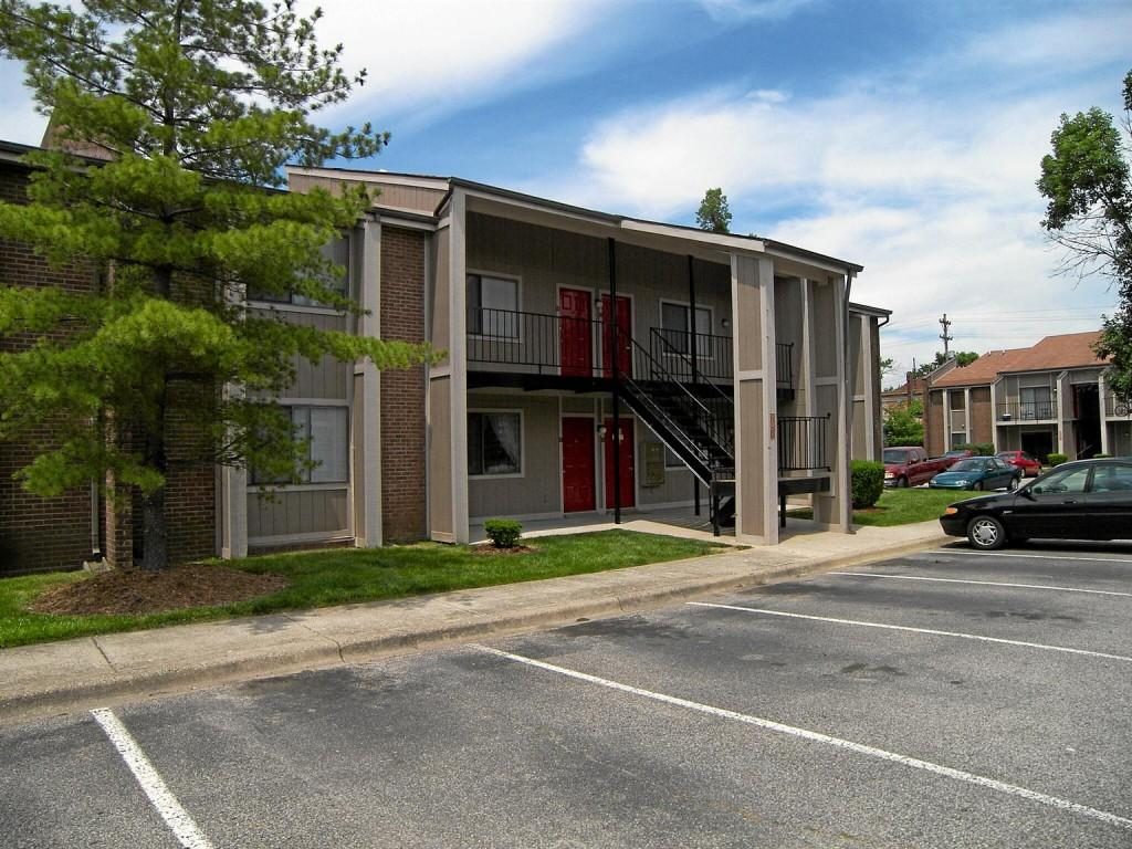 1 Bedroom Apartments Louisville Ky University Park Apartments Louisville Jefferson Ky Walk