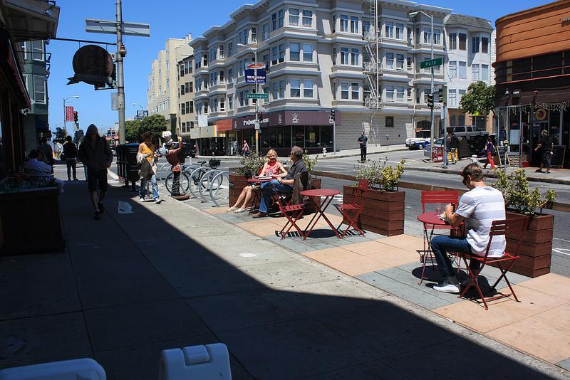 2055 Sacramento St photo #1