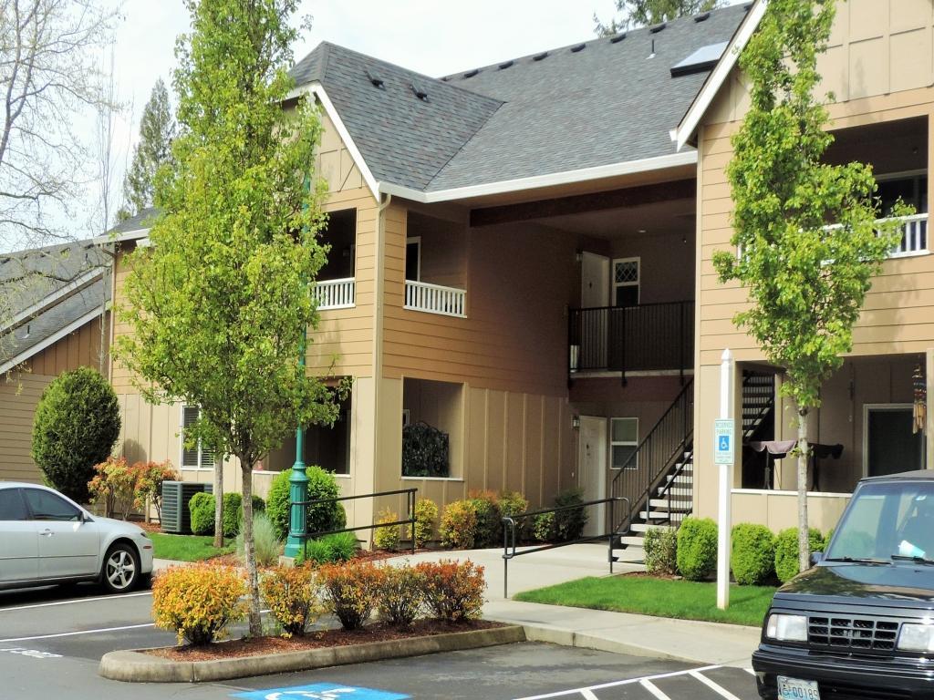Mission Hills Apartments photo #1