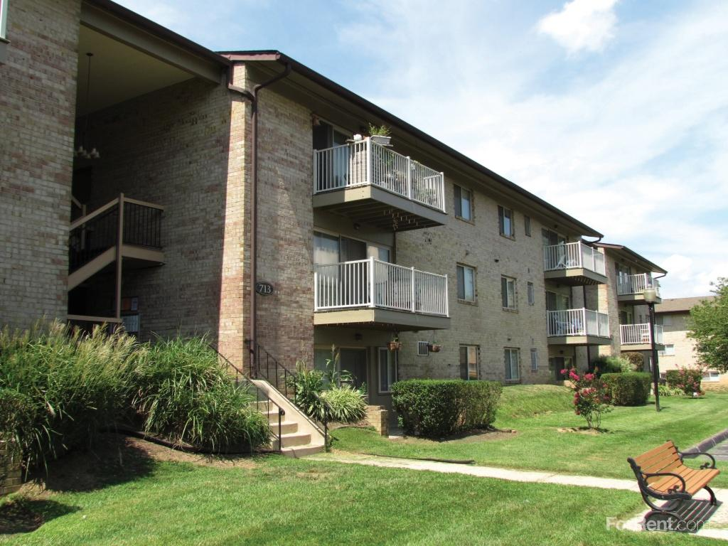 Country Village Apartments photo #1