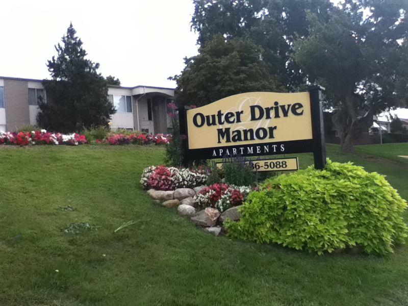 Outer Drive Manor Apartments photo #1