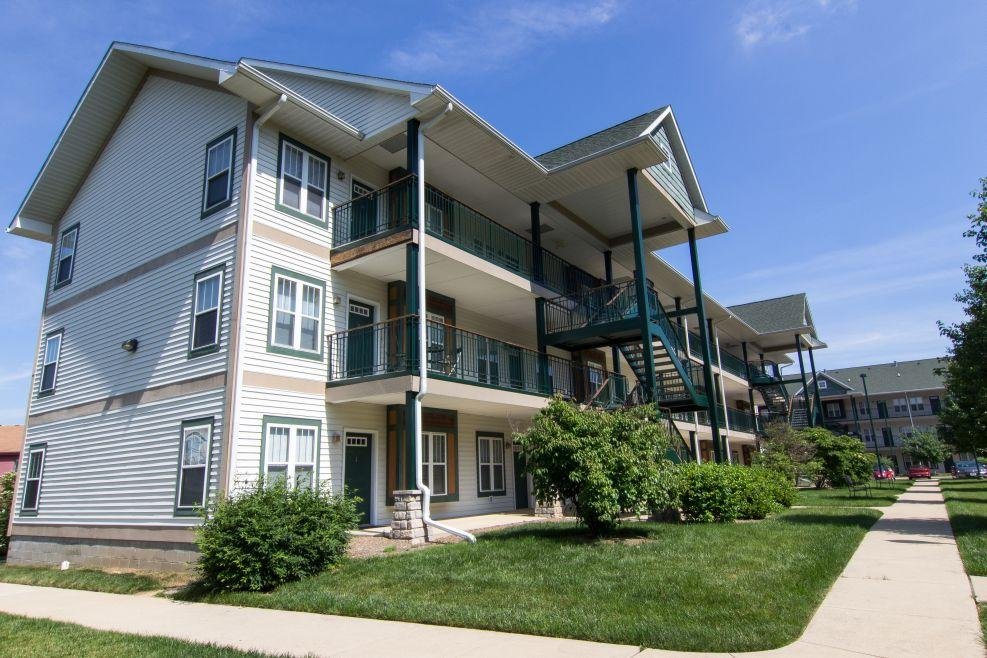 Two Bedroom Apartment At Scholars Quad Apartments Bloomington In Walk Score