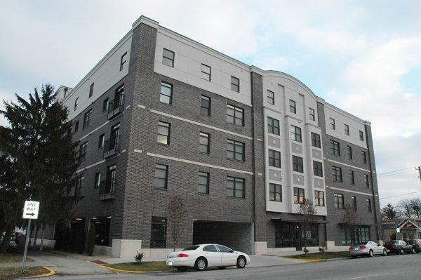 $3200 / Four BR - 2300ft² - DOWNTOWN - 6 BLOCKS TO CAMPUS (345 S College Ave ) F Apartments photo #1