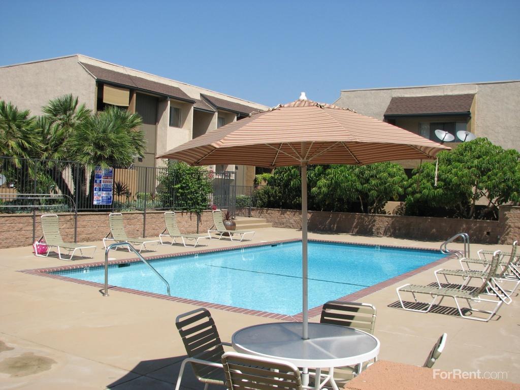 Woodley Plaza Apartments photo #1