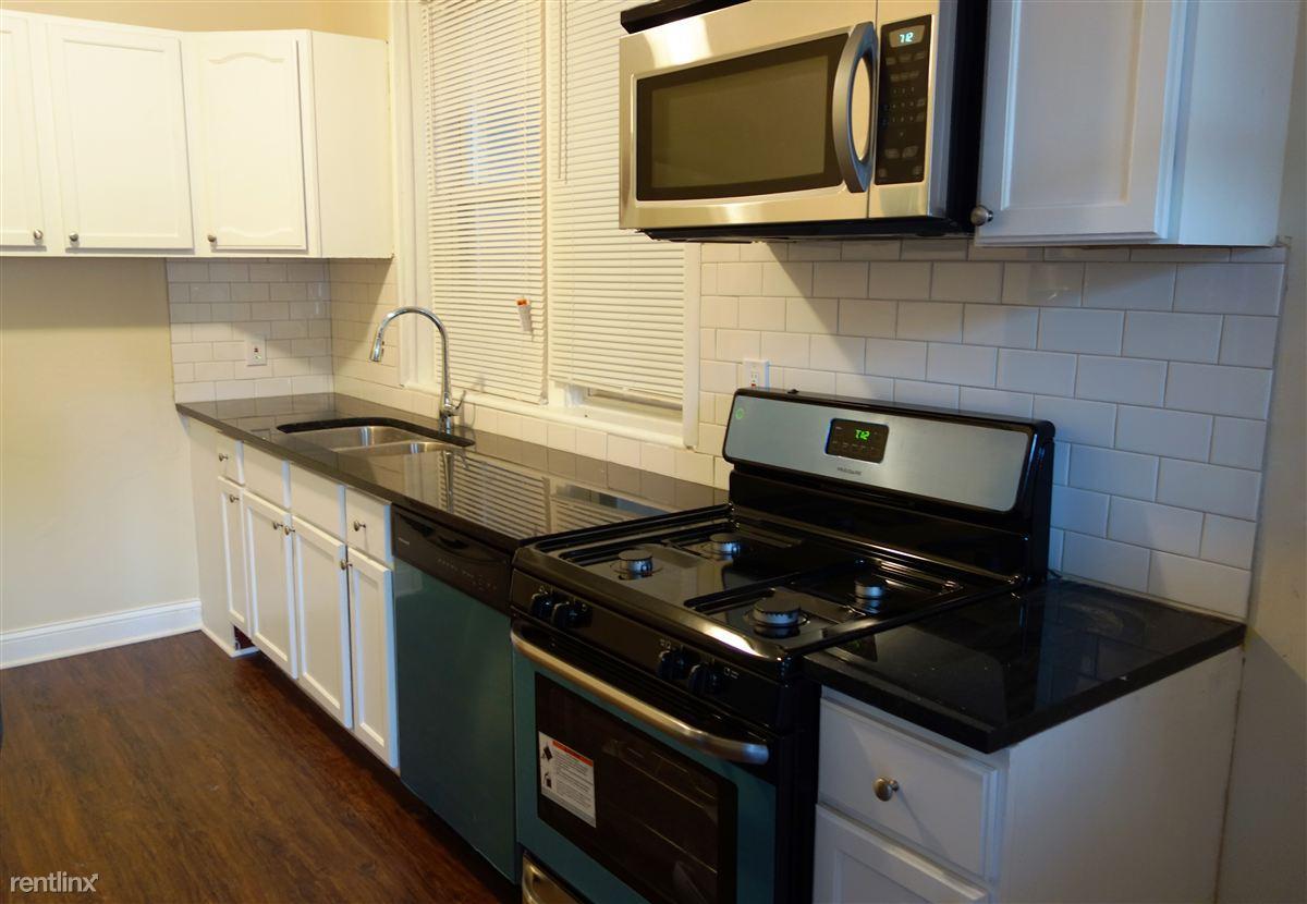 6247 N Oakley Ave photo #1