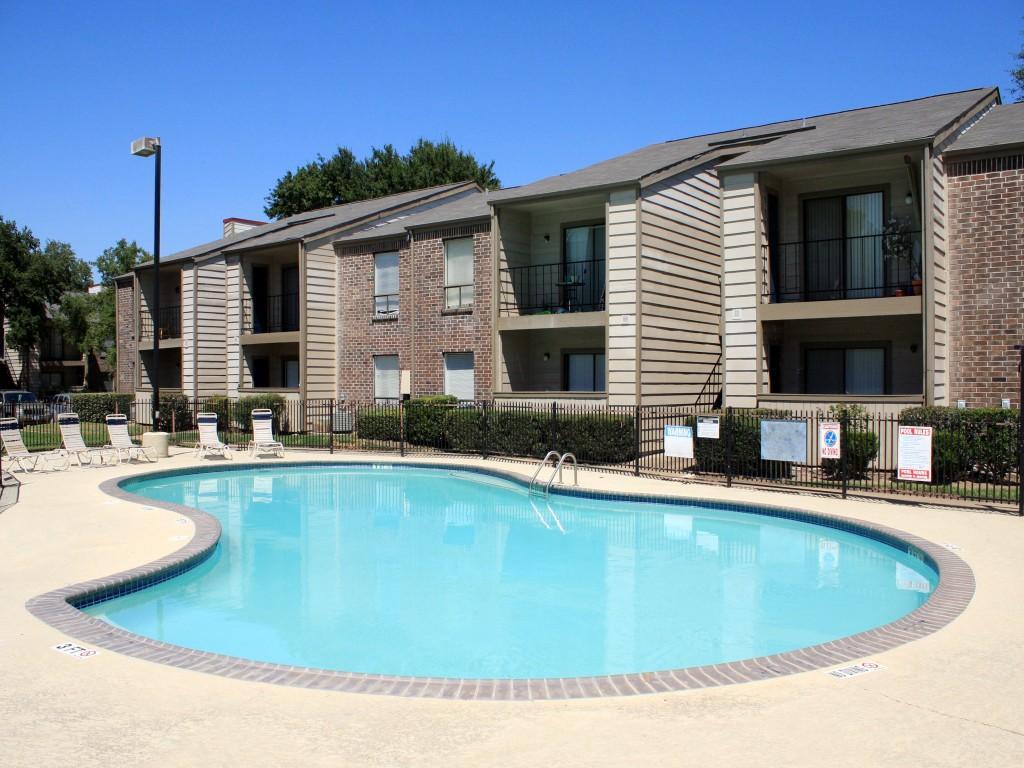 Cedars at Ellington Apartments photo #1