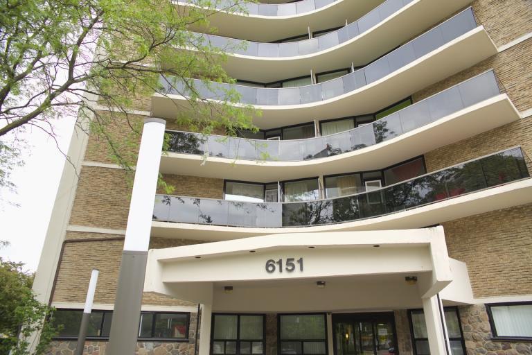 6151 Bathurst Apartments photo #1