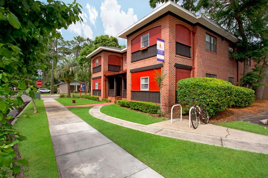 College Park Apartments photo #1