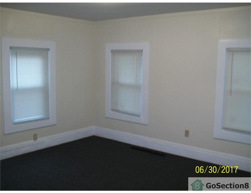 Springfield - 3 BR on Tyler StThree Bedrooms. $975/mo