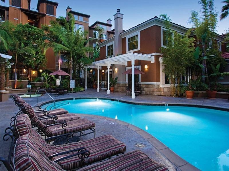 Villas at Park La Brea Apartments photo #1