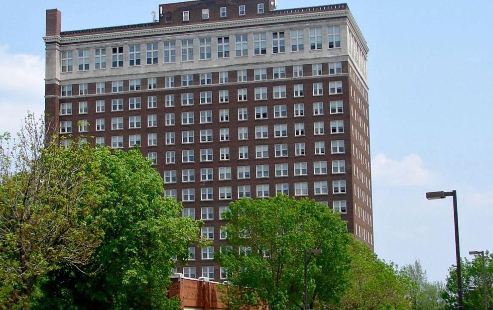 LeClaire Apartments photo #1