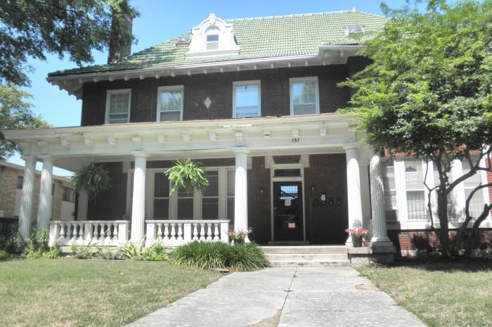 157 STONEWALL Apartments photo #1