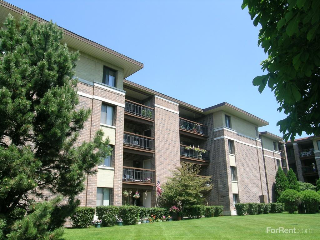 Parkside at Estabrook Apartments photo #1