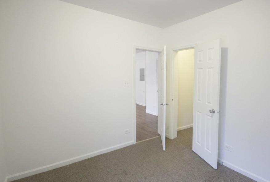 7706 S Coles Avenue Apartments photo #1