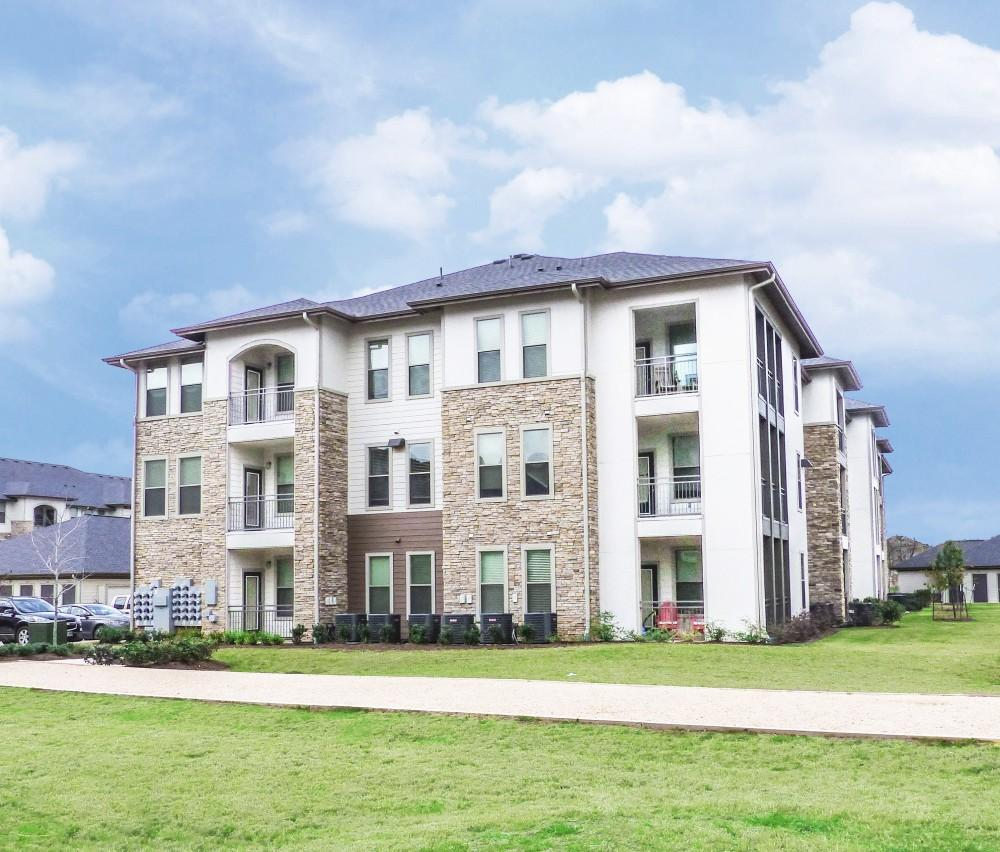 Mason Park Apartments: Grand Mason At Waterside Estates Apartments, Richmond TX