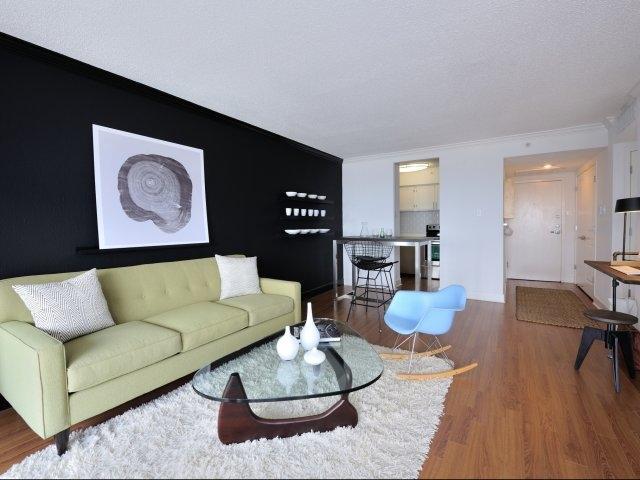 1617 Fannin Apartments photo #1