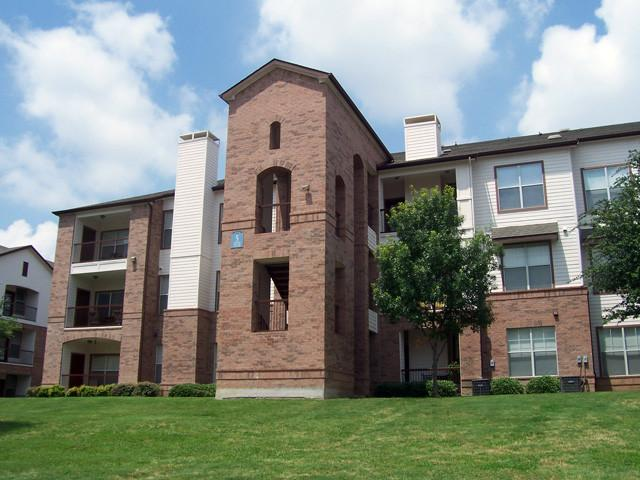 Colonnade Apartments photo #1