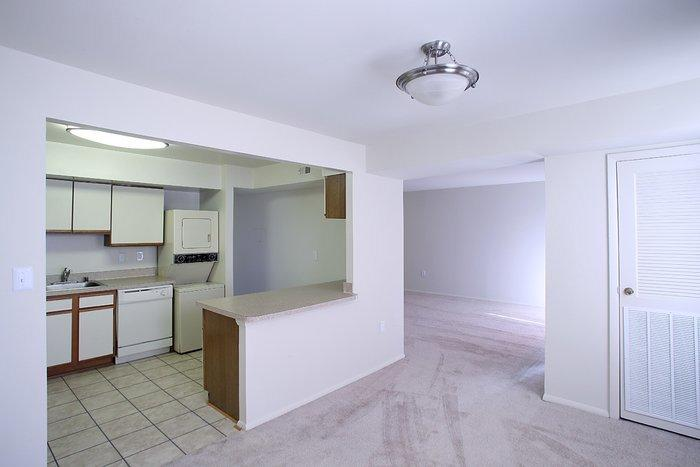 Mayfair House Apartments photo #1