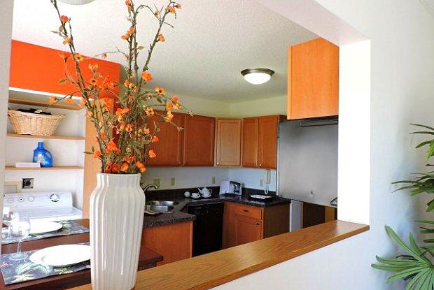 Mequon Trail Townhomes Apartments photo #1