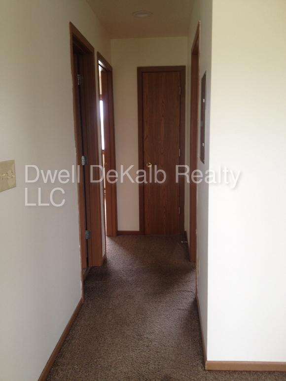 Amazing Two BR, One BA for rent. Single Car Garage!