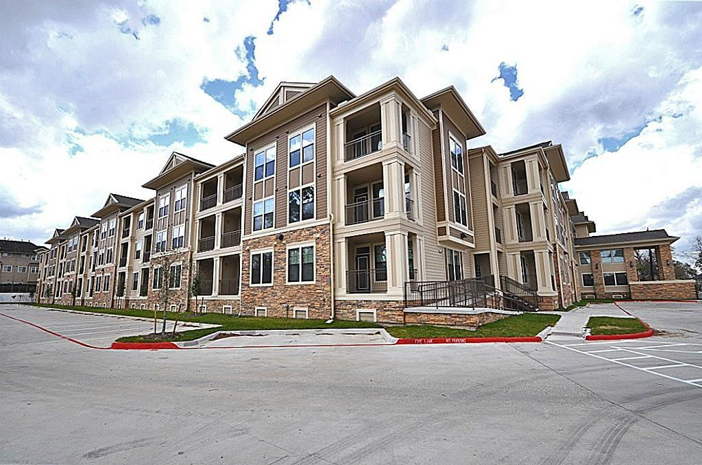 New Class A Apartment Complex in Timbergrove/Heights. photo #1