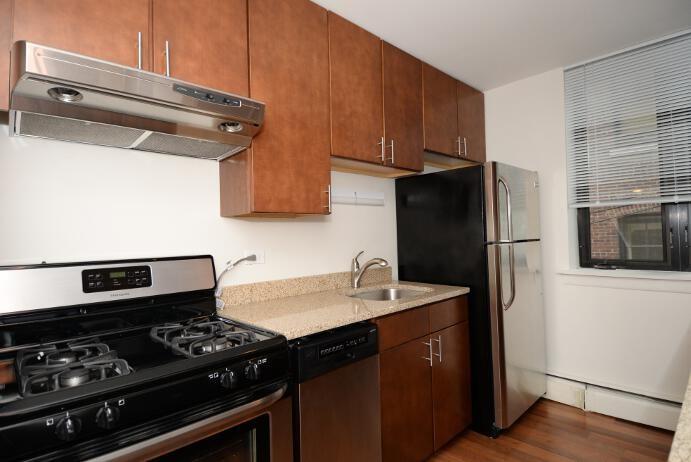 20 E. Scott Street Apartments photo #1