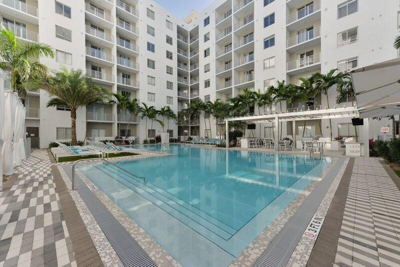 Pearl Dadeland Apartments photo #1