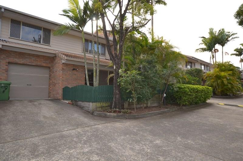 880 Rochedale Road photo #1