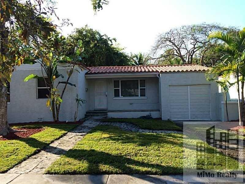 House in quiet area, spacious with big kitchen. Single Car Garage! photo #1