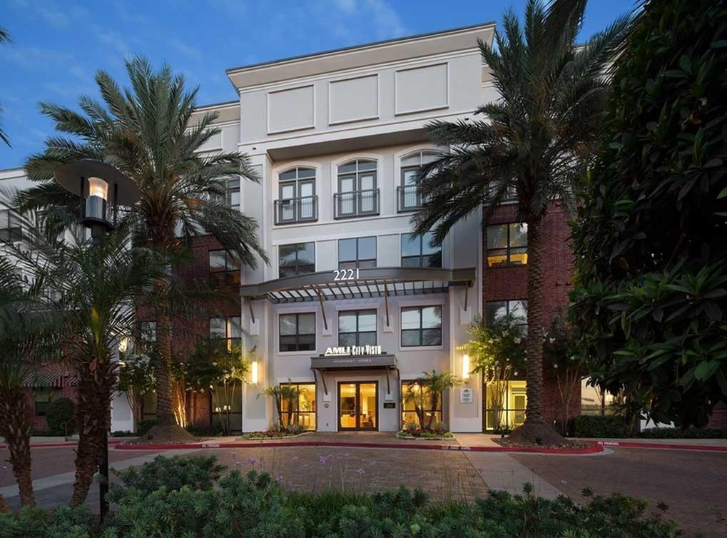 2221 W Dallas Apartments photo #1