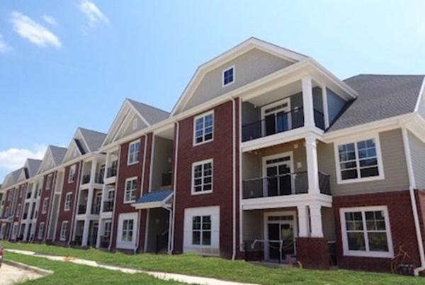 Commonwealth at York Apartments photo #1