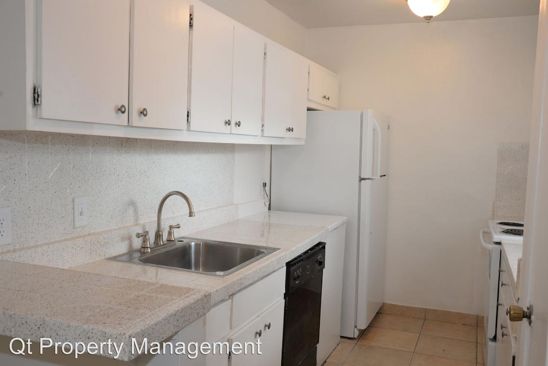 1852 Golfview Avenue Apartments photo #1