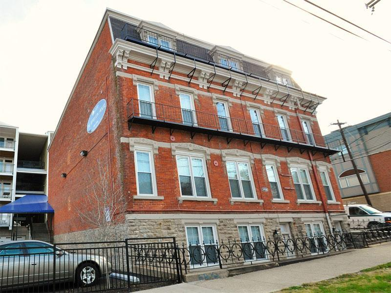 2700-2702 Jefferson - Two BR - Model D Townhome photo #1