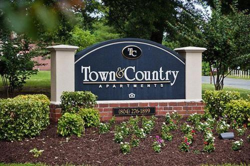 Town and Country Apartments photo #1