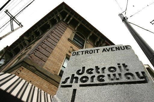 Apartment In Great Location - Welcome to Gordon Arts District This historiy well kept building has so much charm & energy