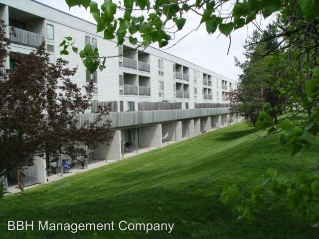 One Bedroom Apartments In Oakwood Road Apartments Ames Ia Walk Score Photos And Video
