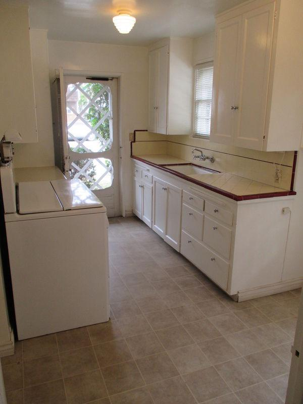 95 Via Di Roma - NAPLES CLASSIC 1 BED House Withoffice! Hardwood Floors, Small Yard & Garage! Washer/Dryer Hookups In